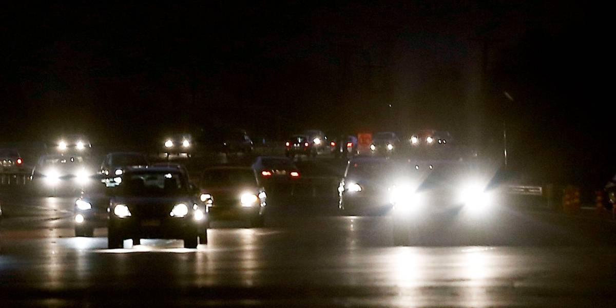 """Dijo que """"quería conducir un poco"""": niño de 8 años le sacó el auto a la mamá y manejó a 140 km/h por una carretera"""