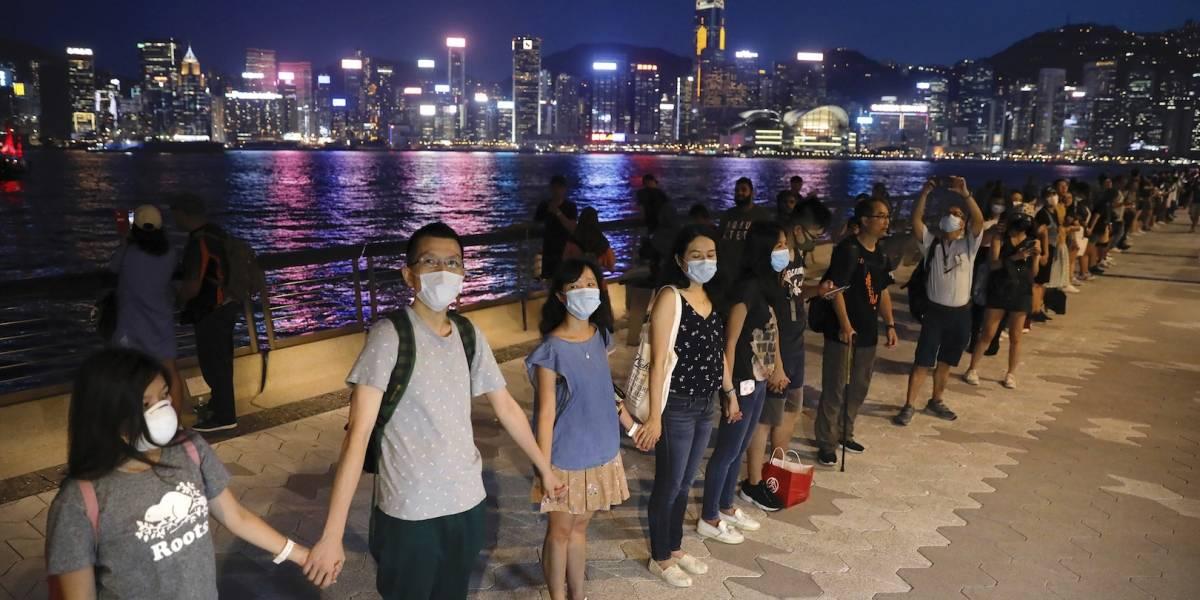 Hong Kong protesta con cadena humana para emular independencia de la URSS
