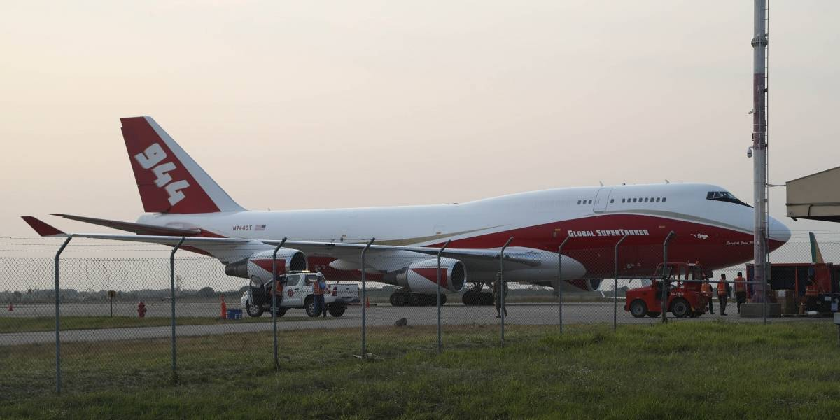 Avión cisterna llega a Bolivia para combatir incendios del Amazonas