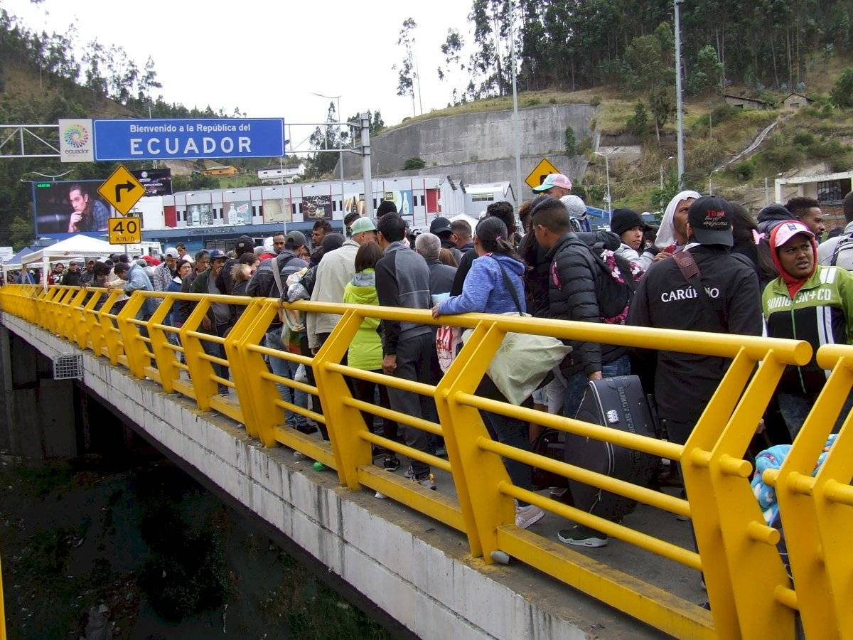 10.000 venezolanos tratarán de cruzar a Ecuador antes de nueva visa humanitaria EFE