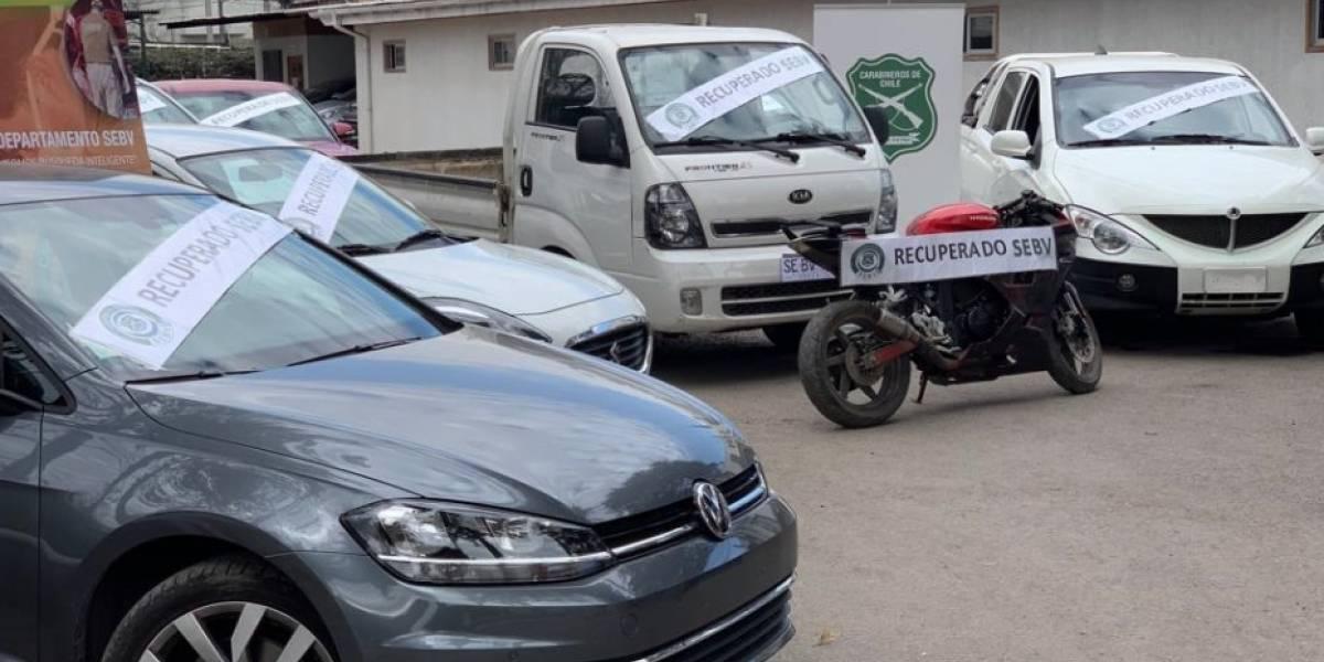 Carabineros del SEBV desarticula a 3 bandas criminales y recupera 8 vehículos robados en la Región Metropolitana