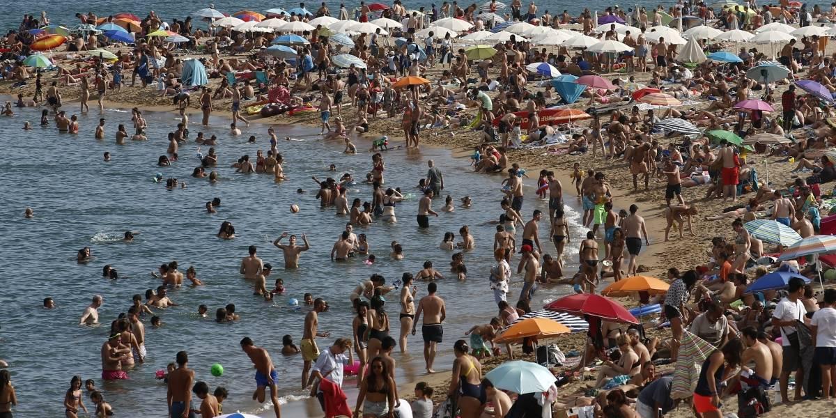 Alarma en España: desalojan playa de Barcelona por sospecha de explosivo de la Guerra Civil