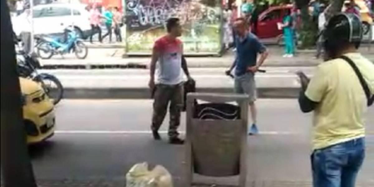 A revólver y cuchillo se enfrentaron taxista y conductor 'pirata'