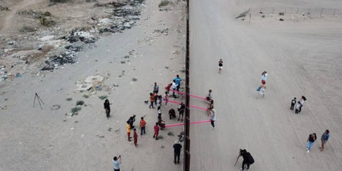 Conoce al artista que instaló balancines en la frontera México-EE.UU.