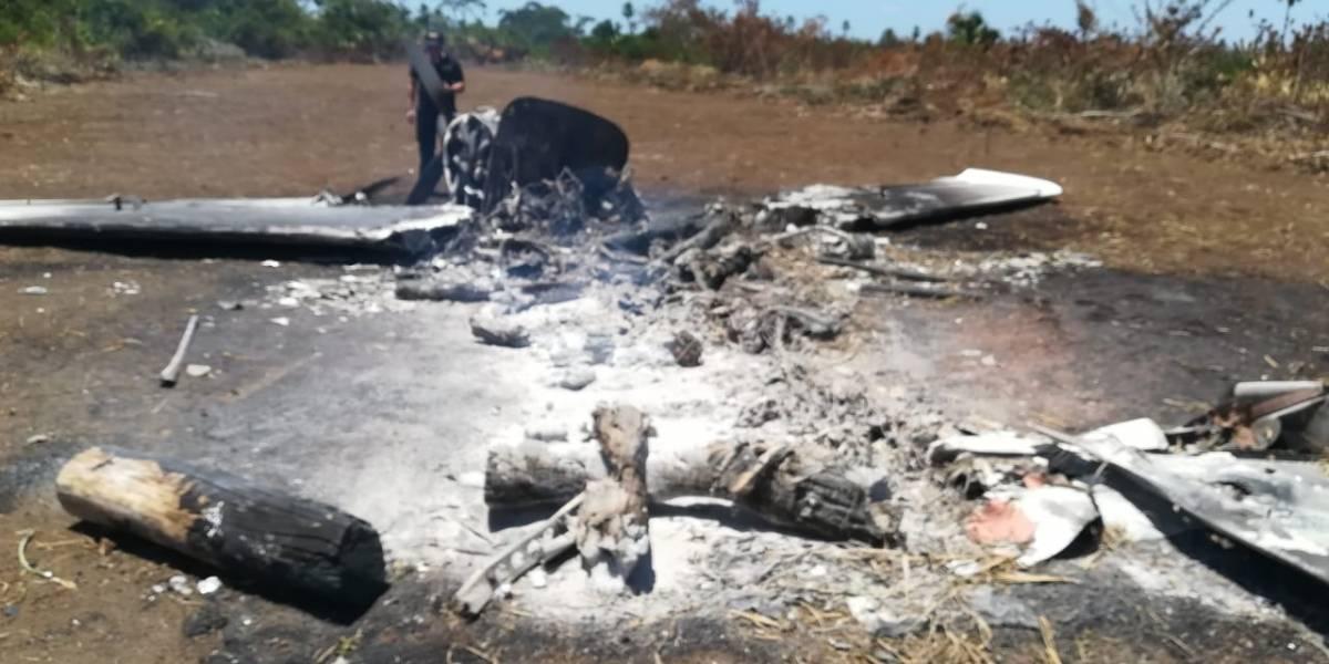 Incautan 210 paquetes de cocaína en Petén tras hallazgo de aeronave destruida