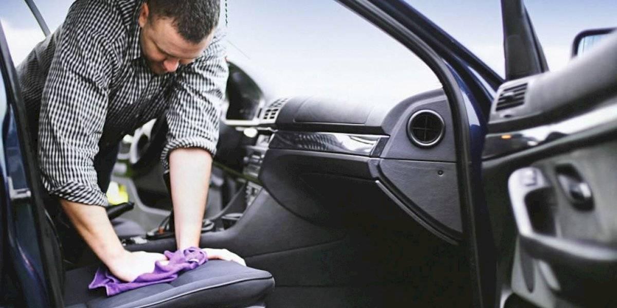 La suciedad por no lavar el auto podría dañar las vestiduras para siempre