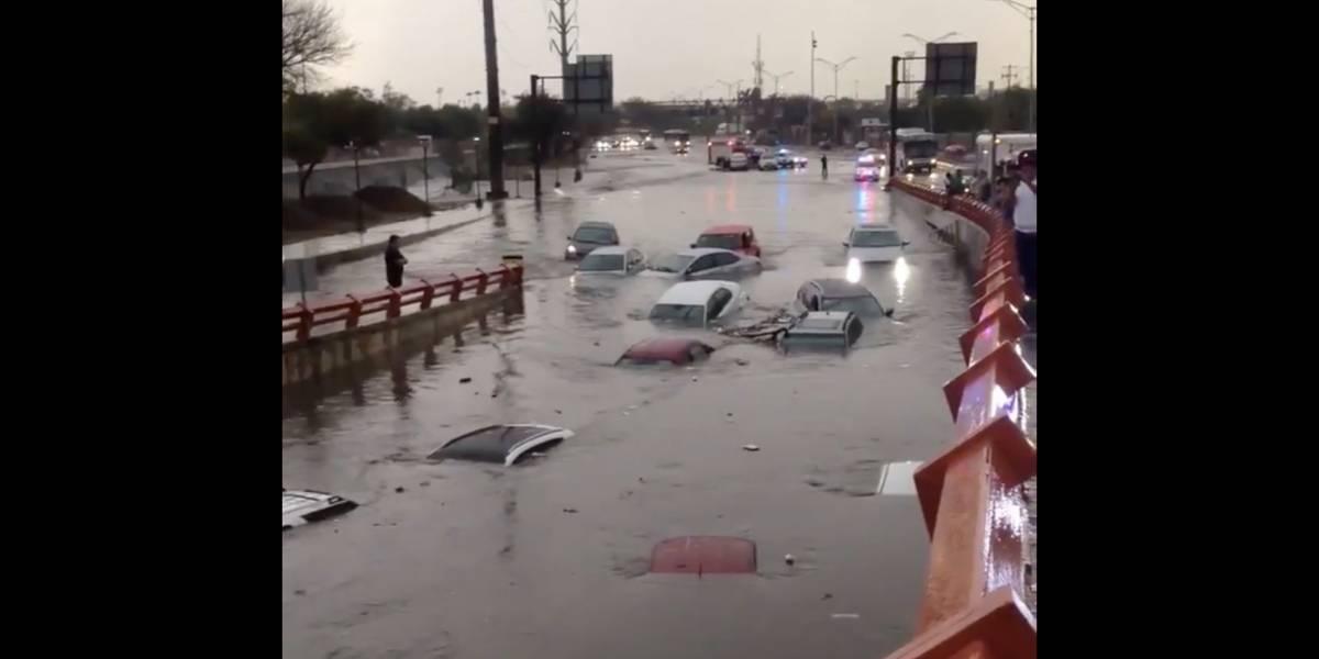 VIDEOS. Vehículos quedan sumergidos por las inundaciones en Monterrey