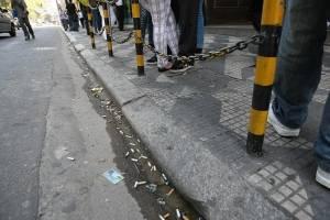 Câmara de SP aprova multa de R$ 500 para quem atira bituca de cigarro na rua