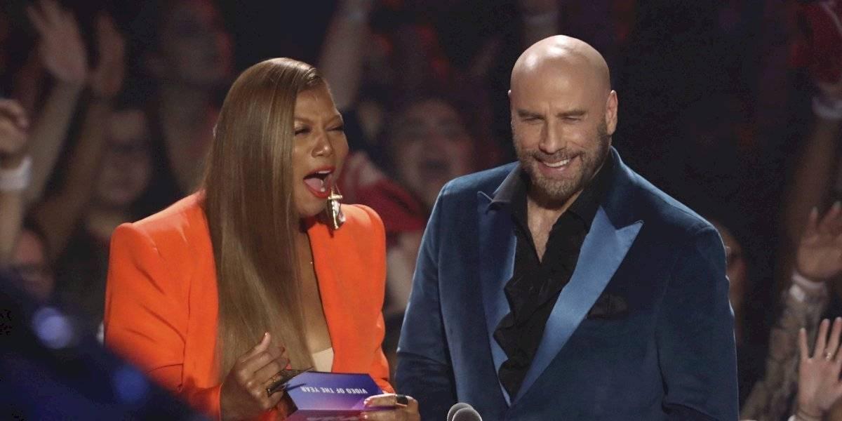 Insólito: John Travolta confunde a Taylor Swift con drag queen