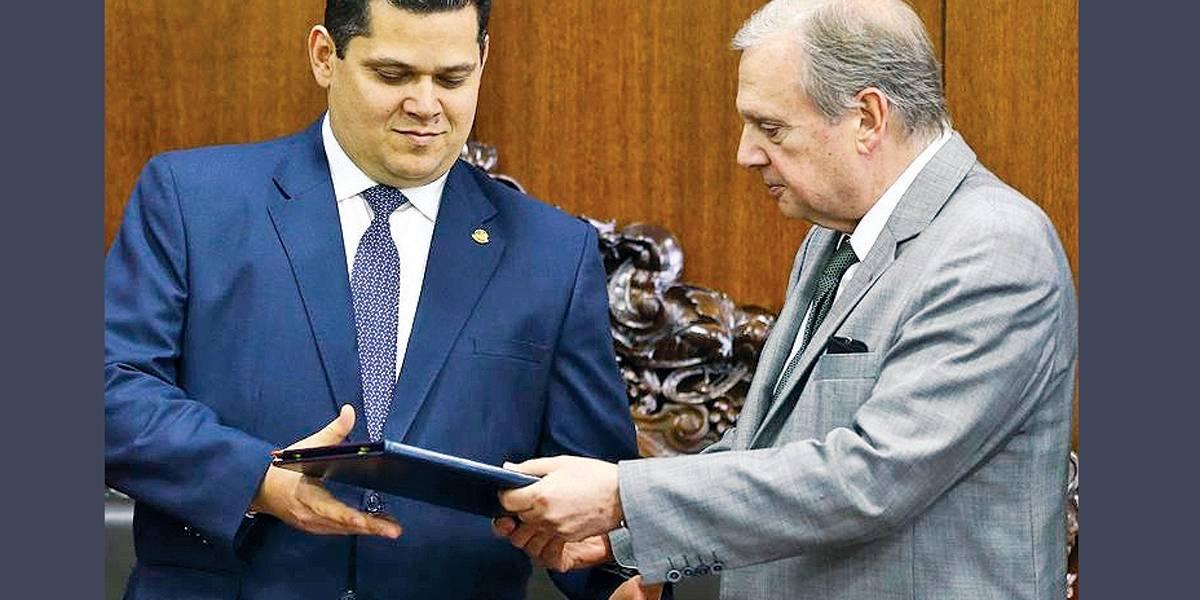 Reforma da Previdência. Relator no Senado entrega parecer à CCJ com alterações