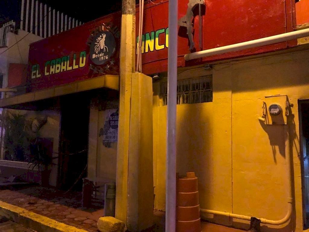 Las primeras versiones indican que el bar fue atacado con bombas molotov Foto: Twitter @aaguirre_g