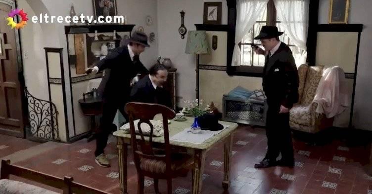 Benjamín Vicuña con zapatillas