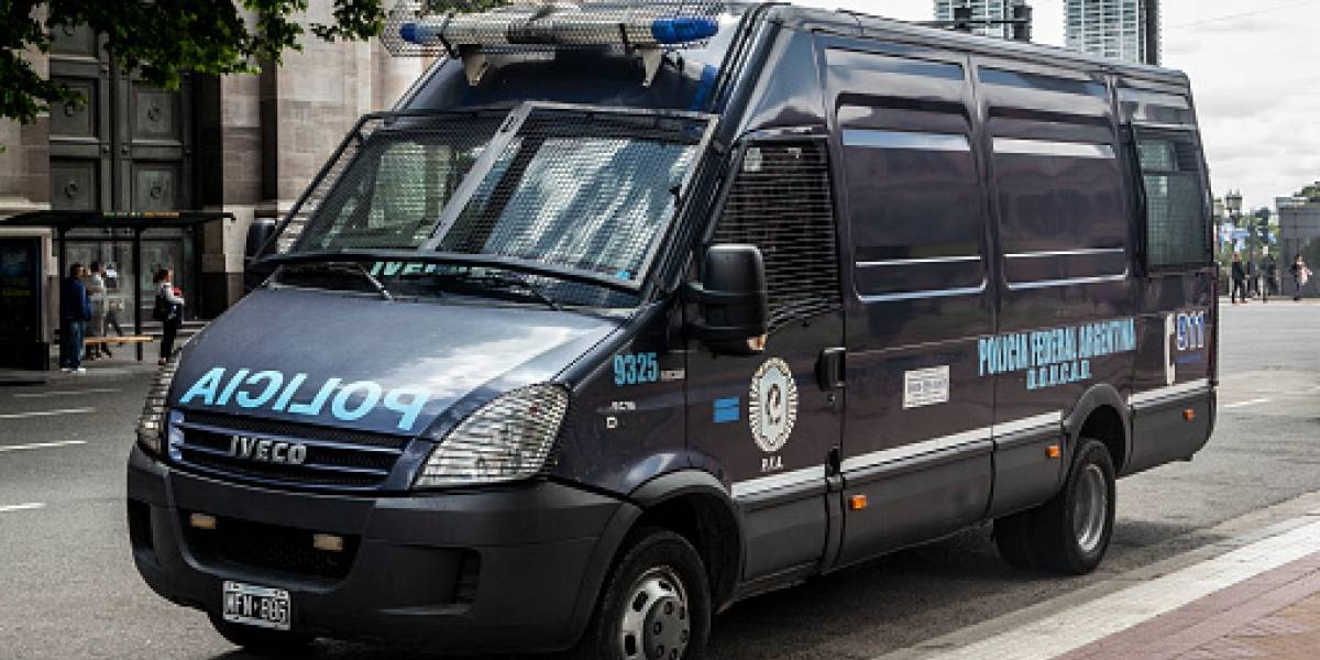 Un cuerpo apuñalado al interior de una maleta, un misterioso celular y la mafia china: las claves del enigmático crimen que consterna a Argentina