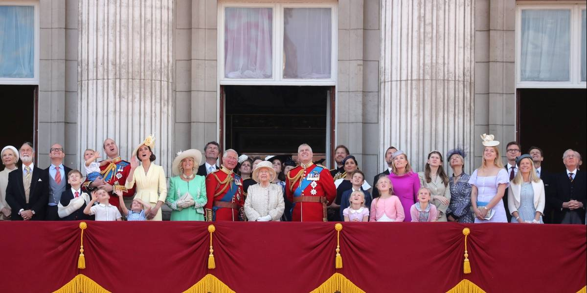 """¿La Corona británica con problemas hasta el cuello? Acusadora de Jeffrey Epstein pide al príncipe Andrew """"confesar"""""""