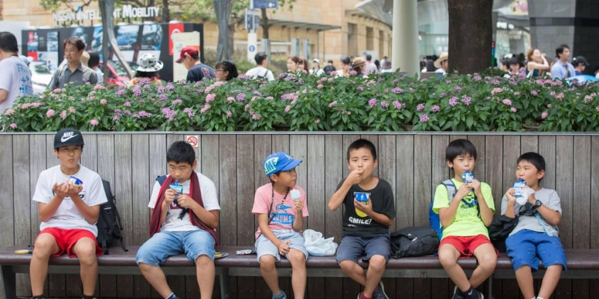 En medio de la pandemia este país permitirá a los niños salir a jugar y pasear una hora al día