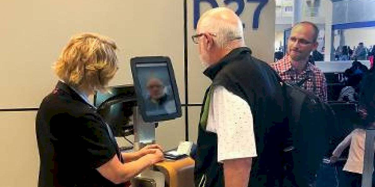 Aerolíneas usarán datos biométricos para abordar