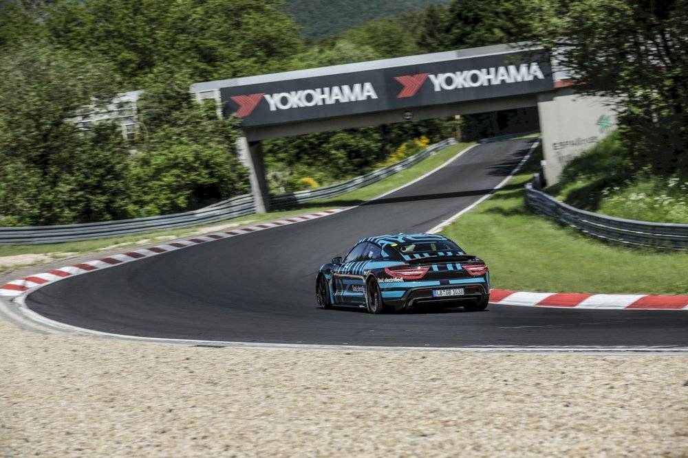 Porsche Taycan 2019 Nurburgring Record curva