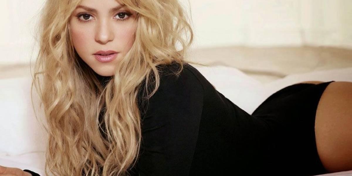 Shakira sufrió falla de vestuario y la prenda se rompió por detrás
