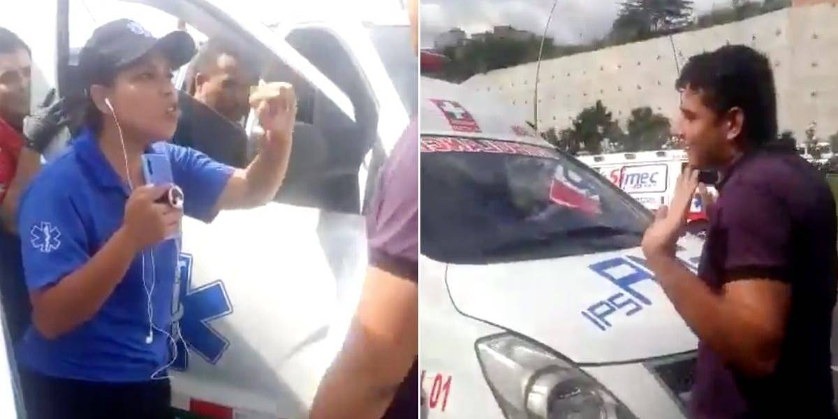 (VIDEO) Fuerte altercado entre dos paramédicos para decidir quién transportaba un herido