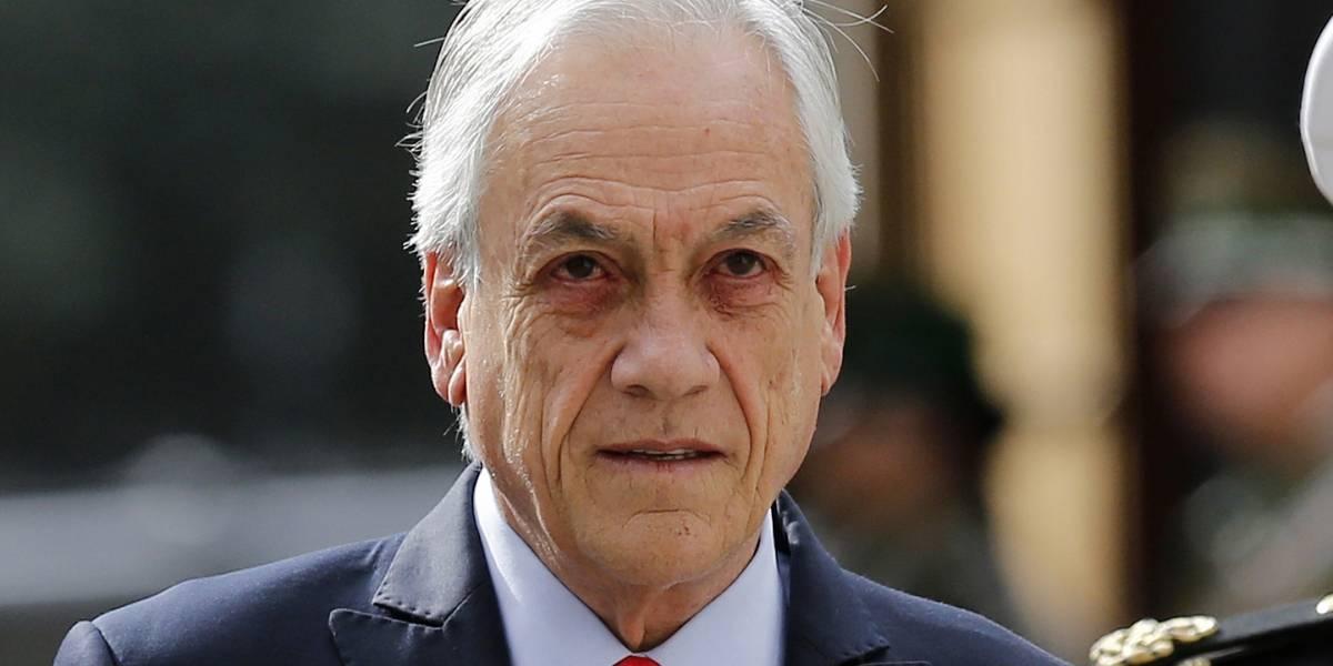 """Se tomará el día luego del accidentado viaje a Brasil y Paraguay: Presidente Piñera queda en reposo tras sufrir """"irritación de consideración"""" en sus ojos"""
