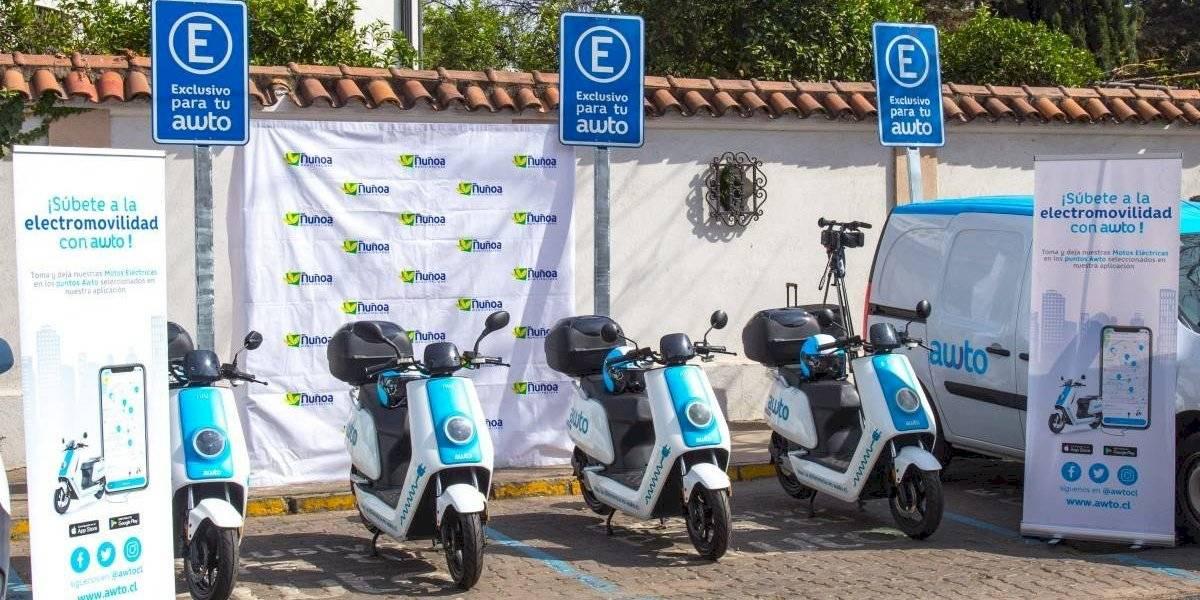 Ñuñoa abre los primeros puntos públicos para motos eléctricas de Awto