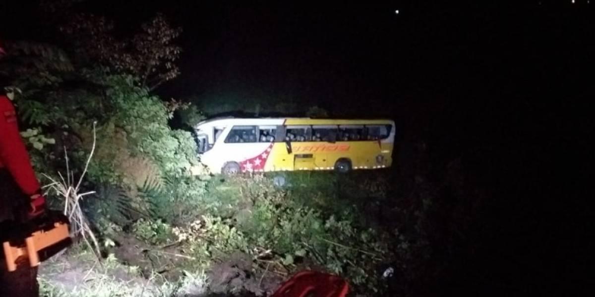 Un muerto y 15 heridos dejó un accidente de tránsito en la vía El Chaco-Lago Agrio