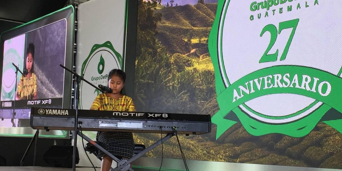 Yahaira Tubac engalana la celebración del 27 aniversario de Grupo DetPon