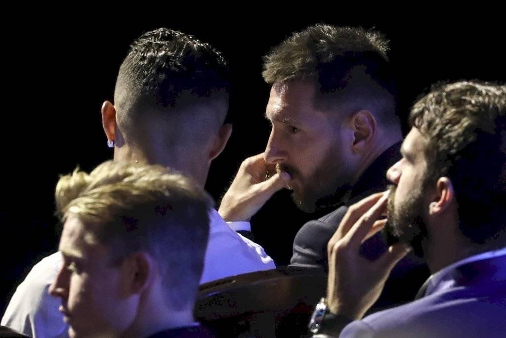 Messi y Cristiano durante el sorteo