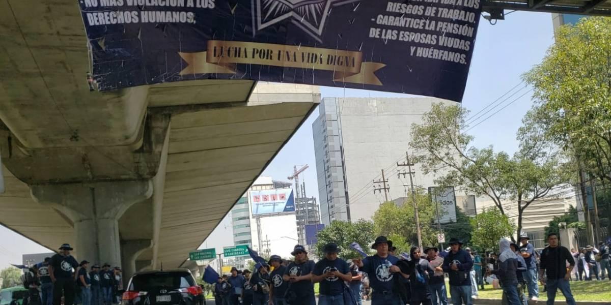 Bloquean policías federales Periférico Sur