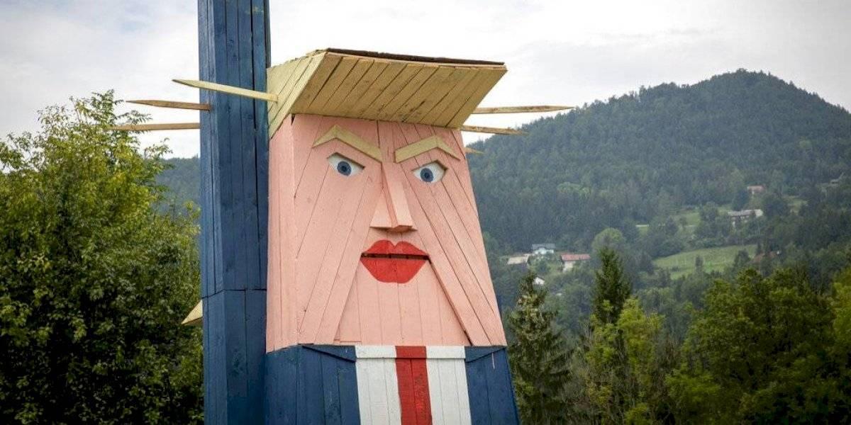 """Mide ocho metros y es realmente horrible: así es la estatua """"en honor"""" a Donald Trump"""