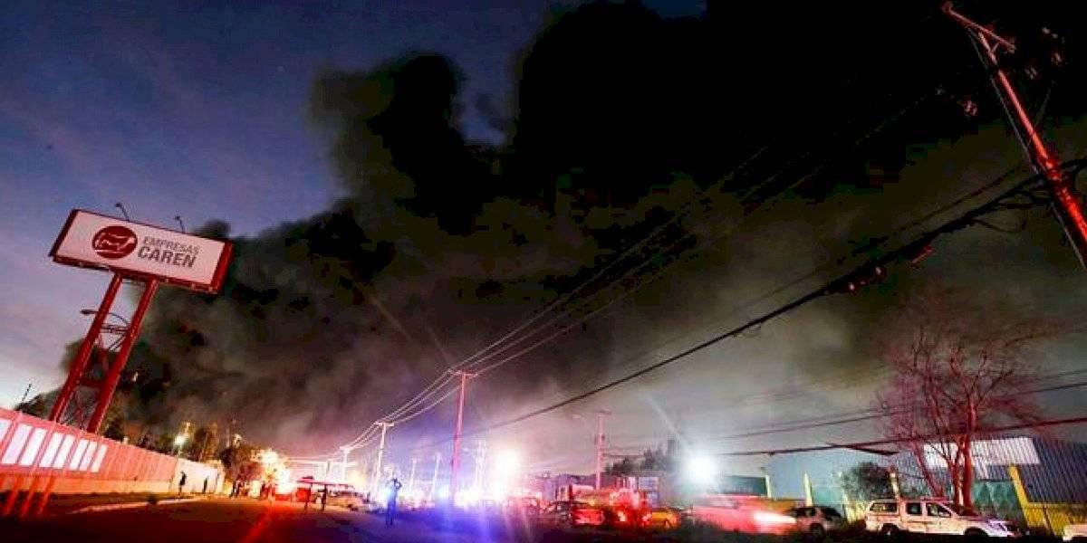 Gigantesco incendio en bodegas de San Bernardo: Bomberos continúa apagando los últimos focos tras más de 15 horas de combate