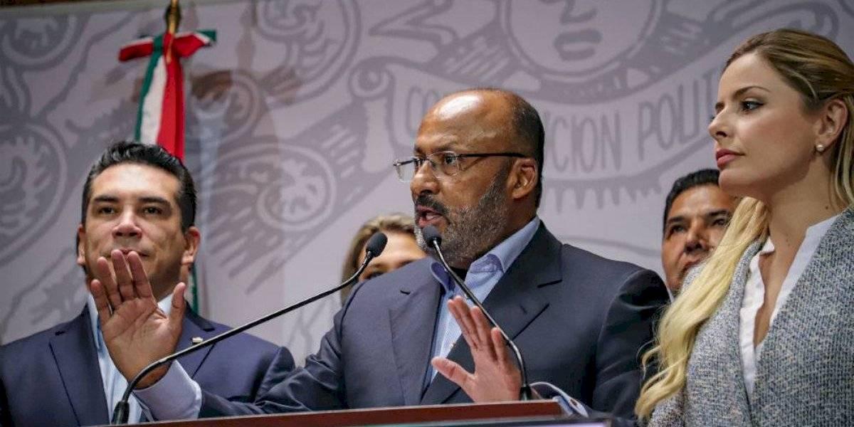 Diputados del PRI ratifican a René Juárez como su coordinador