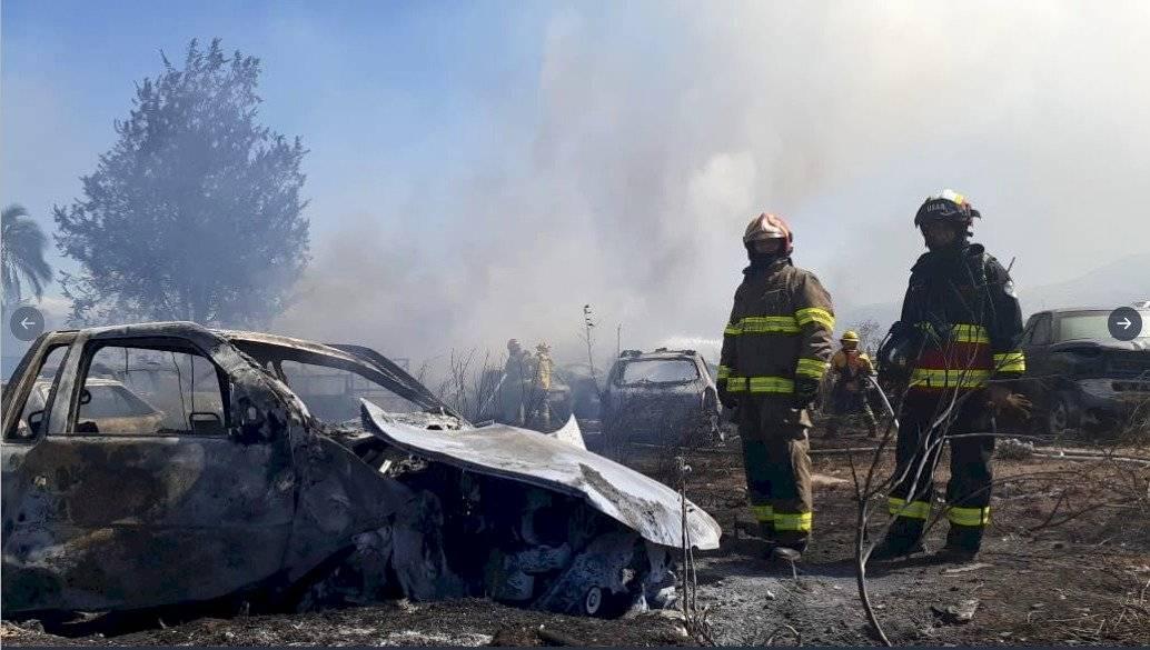 Incendio de vehículos en Calderón Twitter