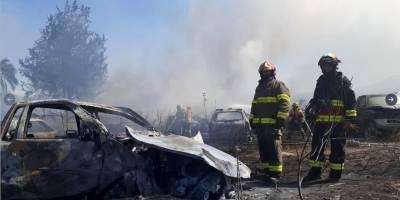 Incendio de vehículos en Calderón