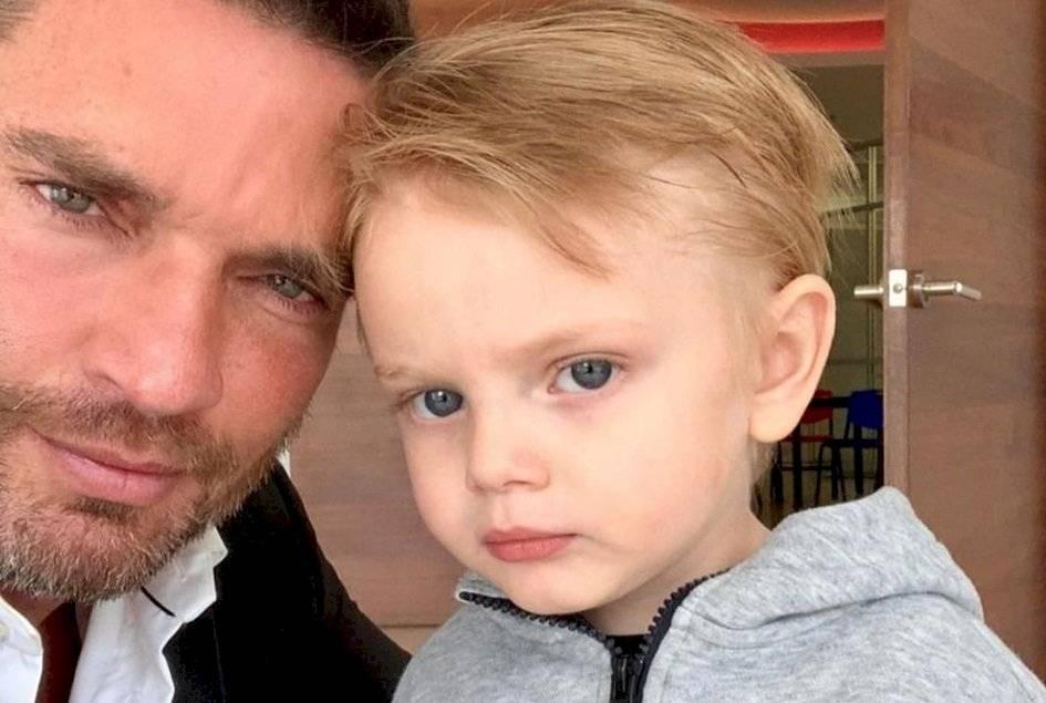 Julián Gil niega que un tribunal le haya prohibido sacarse una foto con su hijo