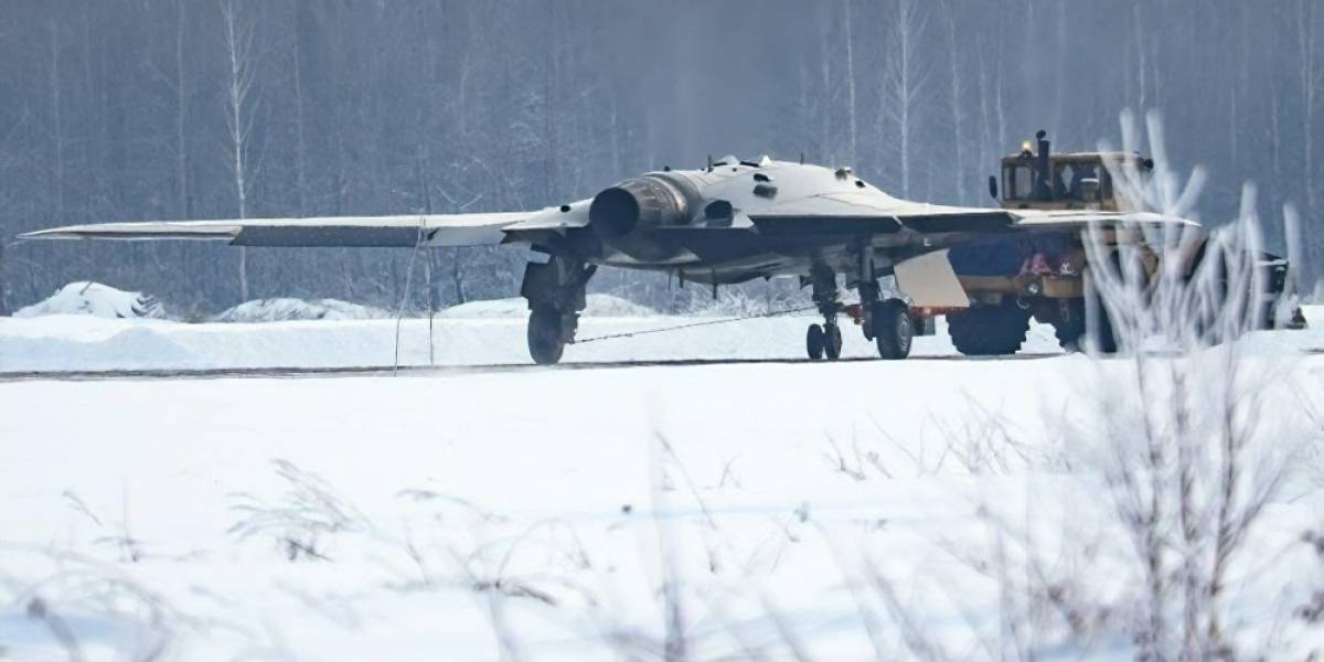 Rusia revela el diseño del dron de ataque S-70 Ojotnik