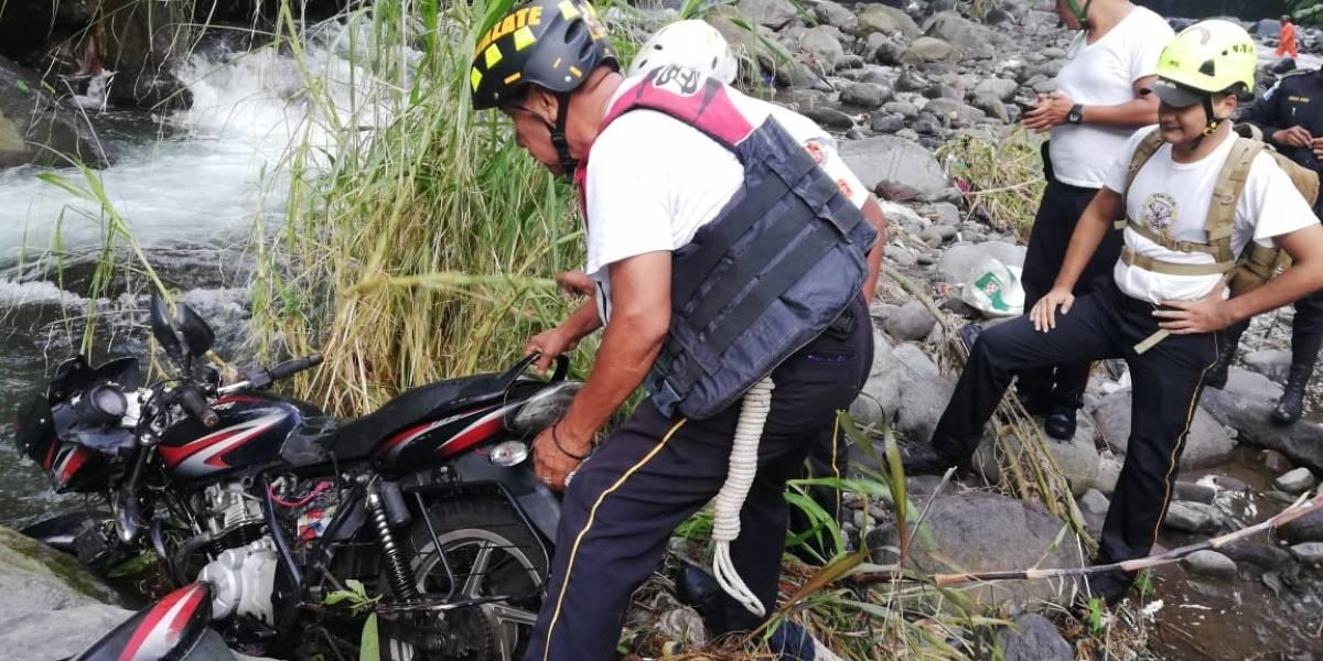 Motorista fallece al accidentarse en puente de San Antonio Suchitepéquez