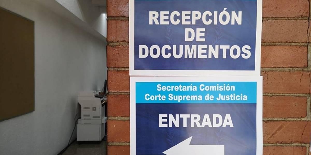 Funcionarios que buscan una de las 13 magistraturas de la CSJ