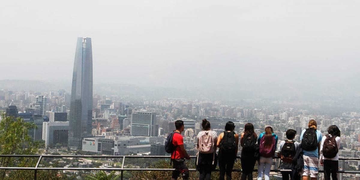 Aumentaron los visitantes chinos y cayeron los argentinos: 2,9 millones de turistas extranjeros llegaron a Chile entre enero y julio de este año