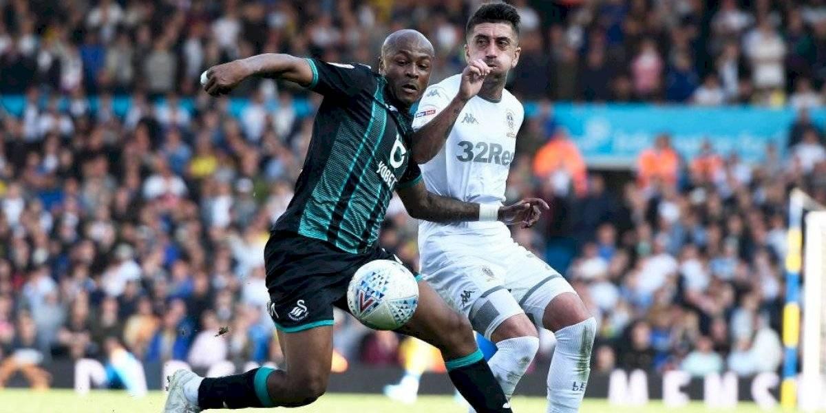 El Leeds de Bielsa cae en los minutos finales y pierde el invicto y el liderato del torneo