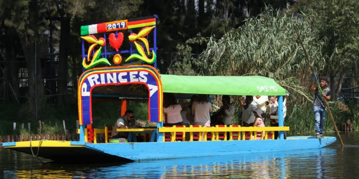 Jóvenes caen de trajinera en Xochimilco; uno muere ahogado