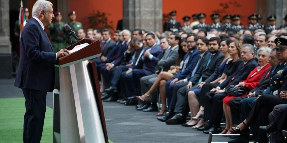¿Cuántas mujeres están en primera fila del informe de AMLO?