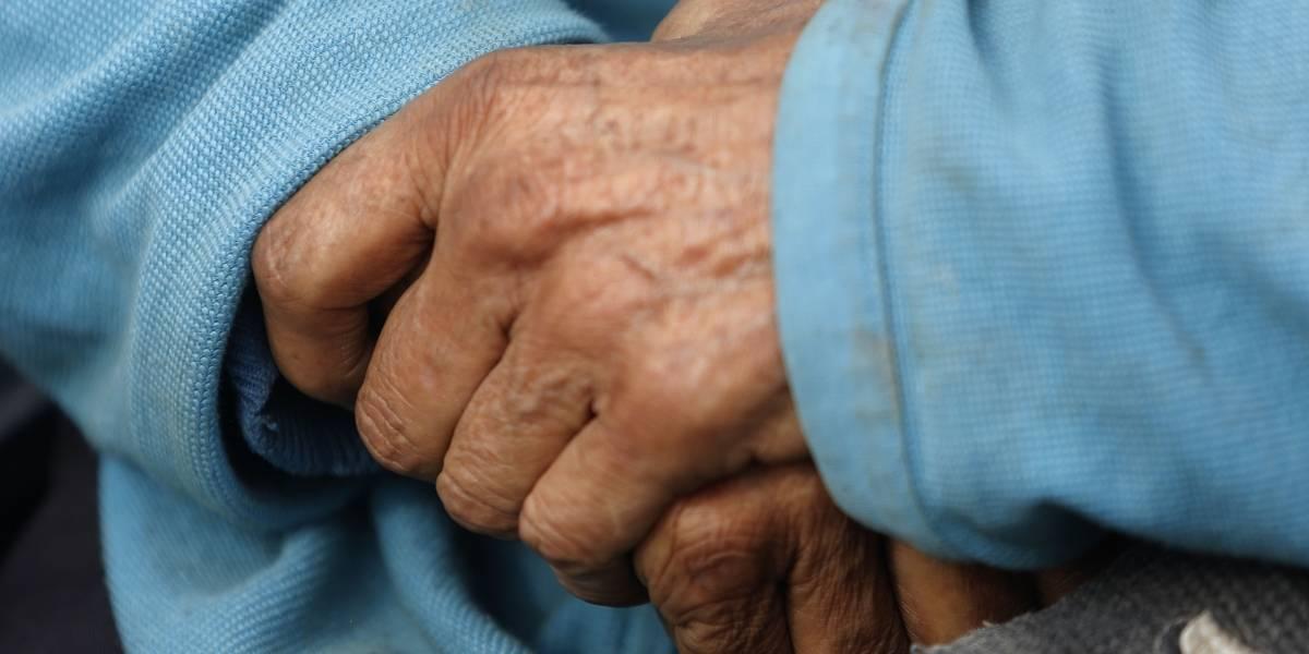Les dispararon en cuatro oportunidades: ladrones balean en las piernas a pareja de ancianos en Viña del Mar