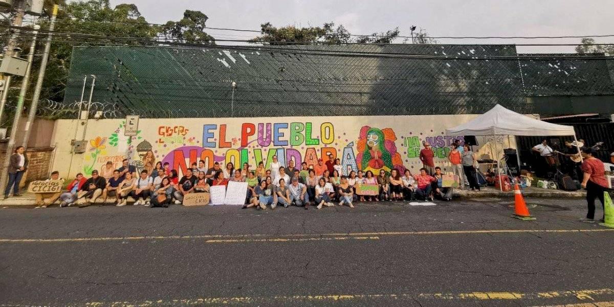 Comisionado agradece mural afuera de CICIG
