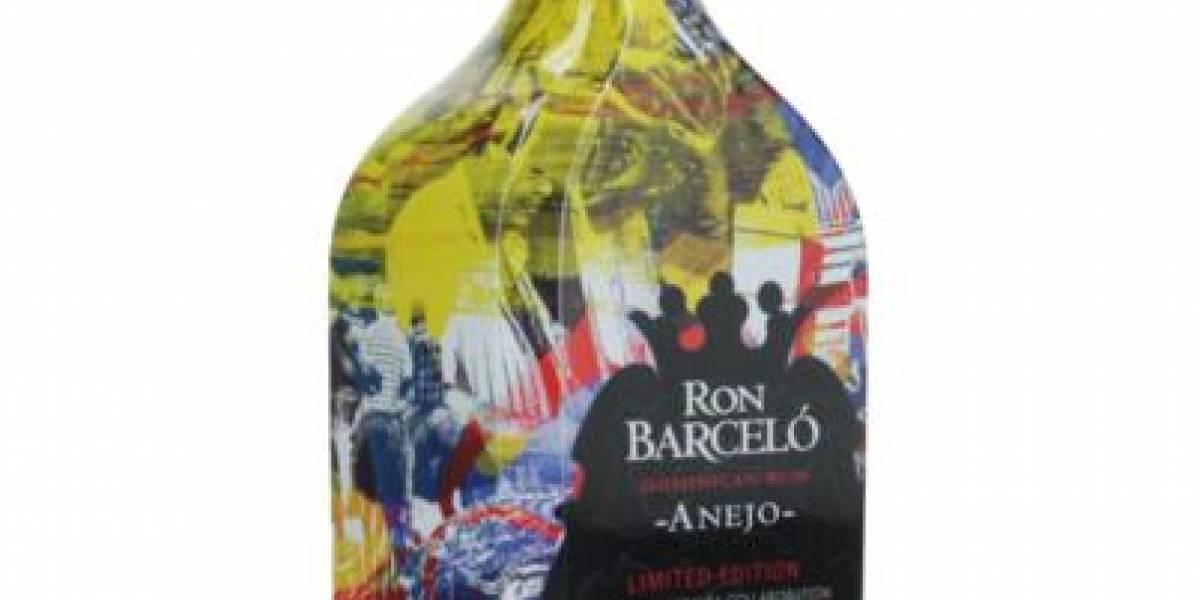 La pintura del artista M. Tony Peralta plasmada en una botella
