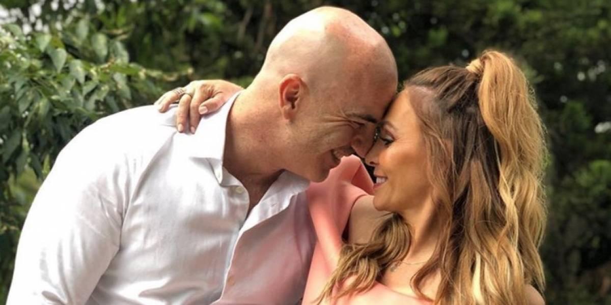 Critican a Erika Zaba por fotografía junto a su esposo