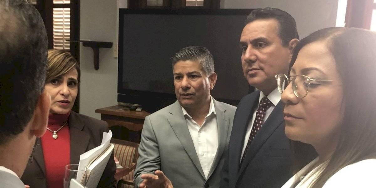 Alcaldes urgen desembolso de fondos federales para reconstrucción