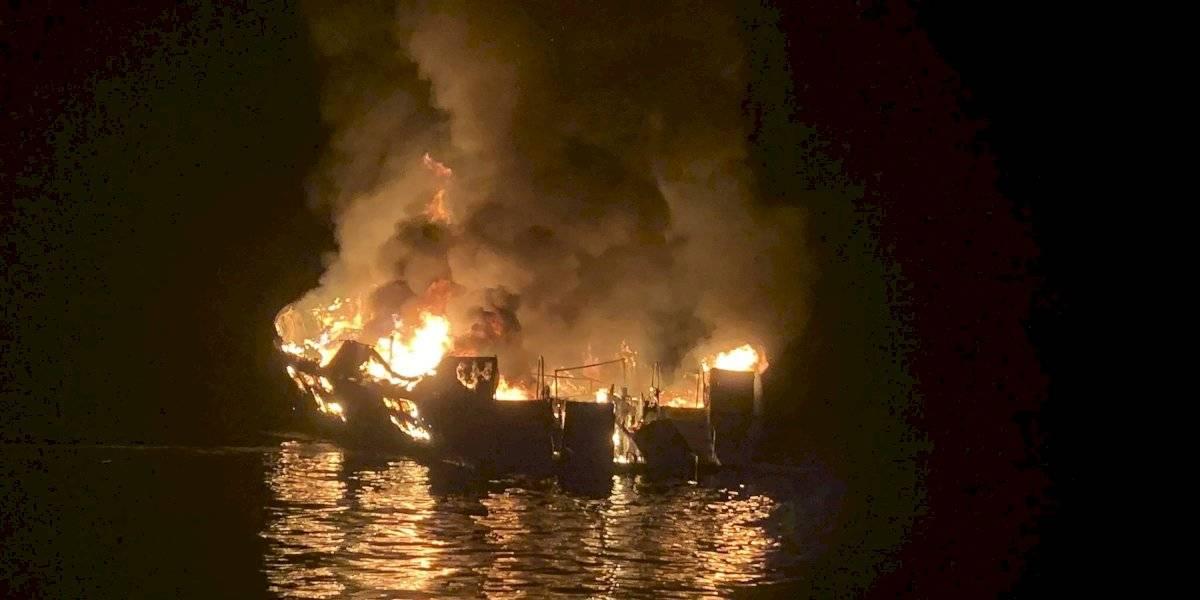 Al menos 8 muertos en barco incendiado en California