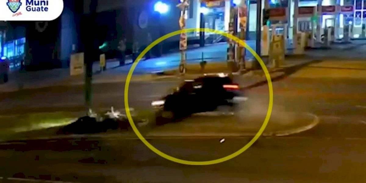 VIDEO. Conductor a excesiva velocidad choca y vuelca en la Roosevelt