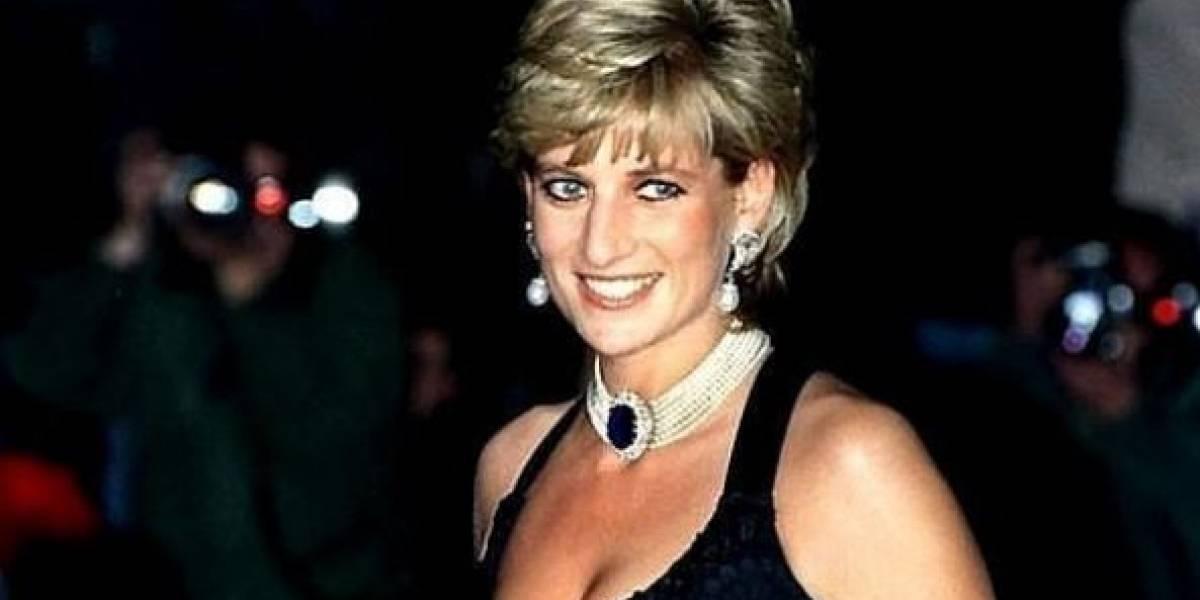 Se subasta el icónico vestido negro de la princesa Diana cuando bailó con John Travolta